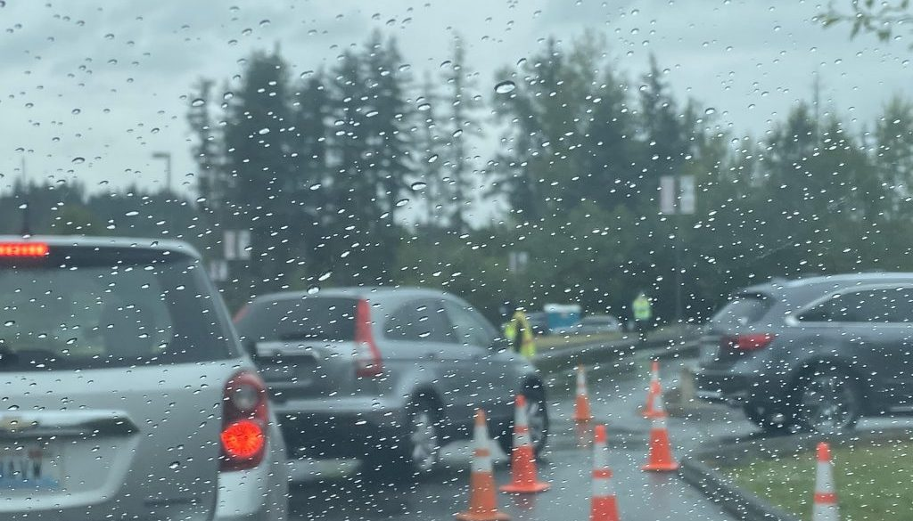 Cars line up for a free mask distribution event organized by the City of Sammamish on July 1 (photo by Susannah Pryal).