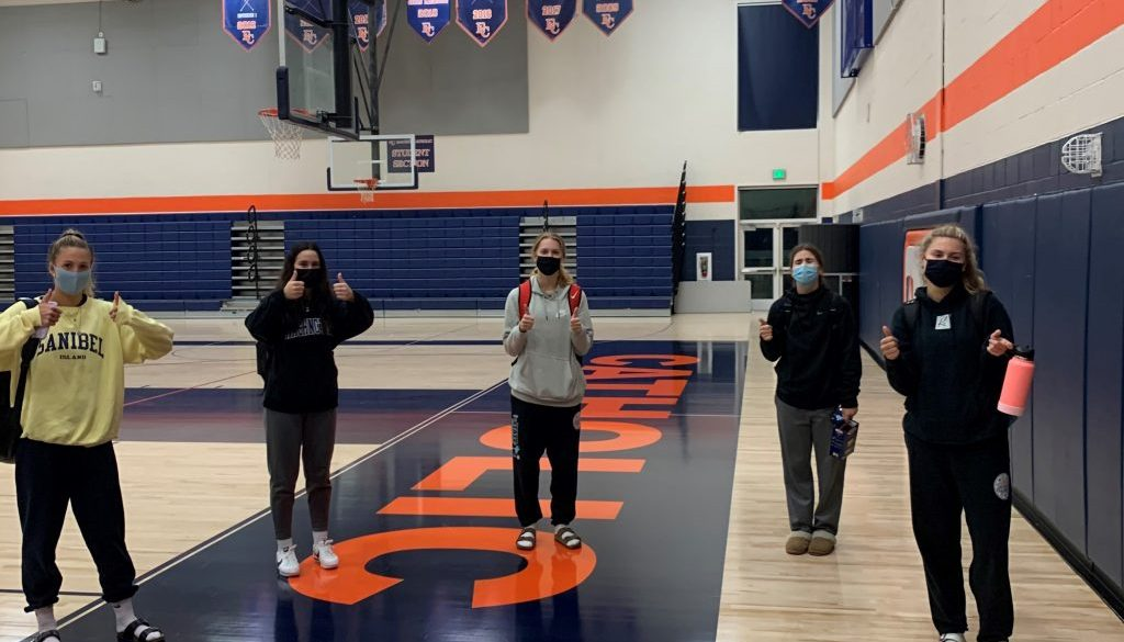 Eastside Catholic volleyball players are practicing on campus (photo by Claire Murawski)